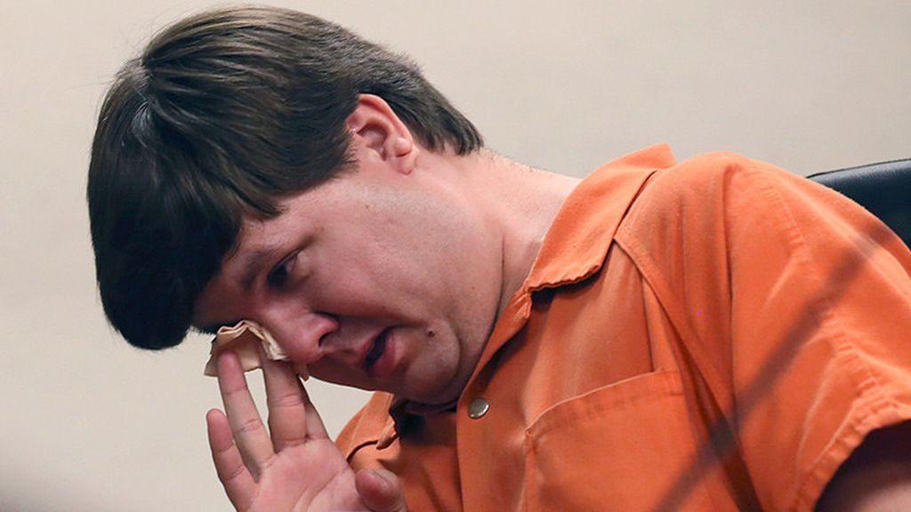 Cadena perpetua al hombre que dejó morir a su bebé en el coche mientras hacía 'sexting'