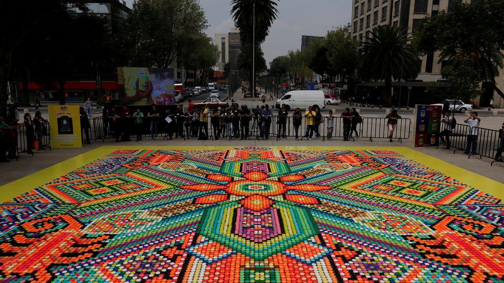 Un mosaico callejero de récord, el más grande del mundo