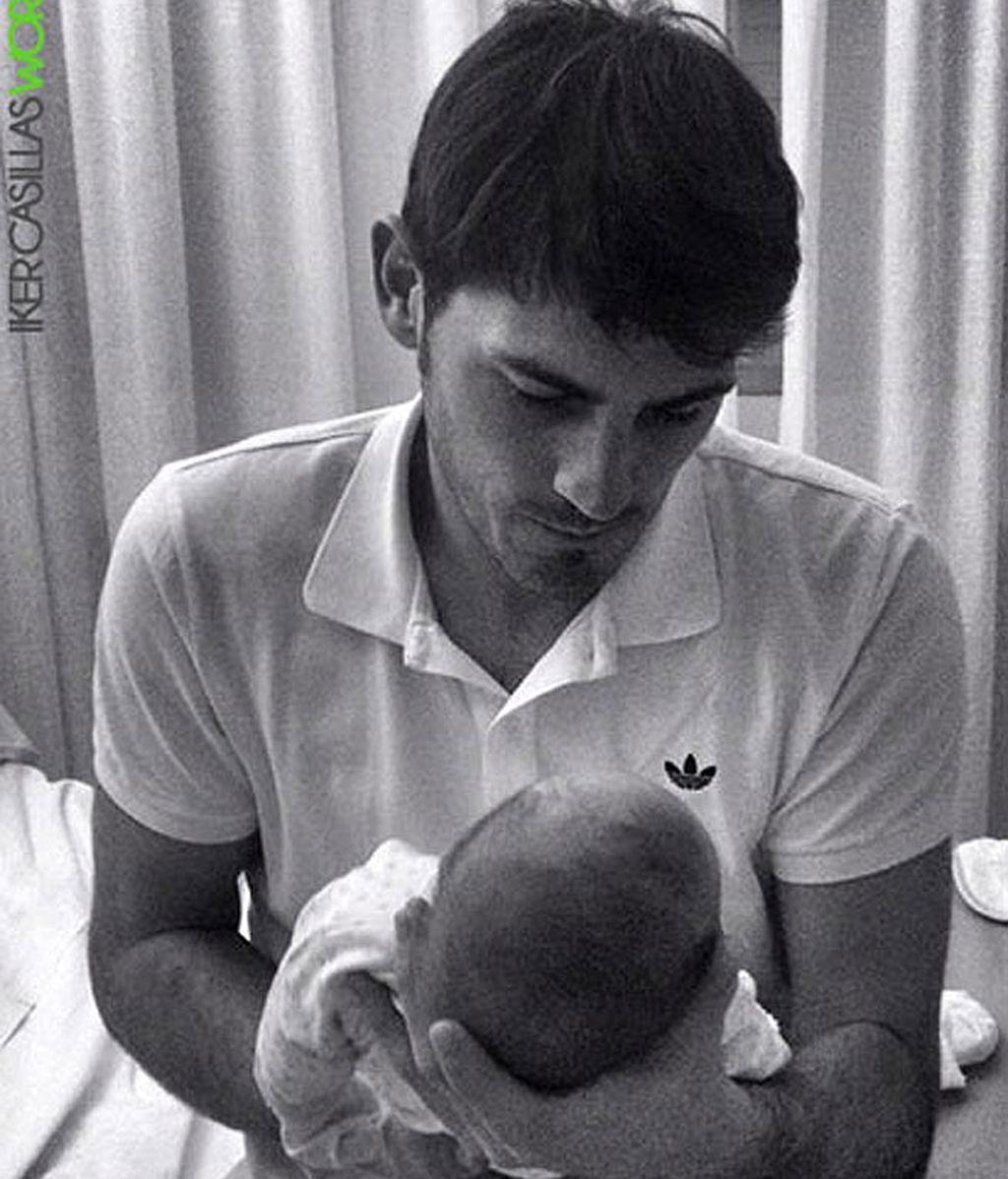 Iker presenta a su hijo Martín