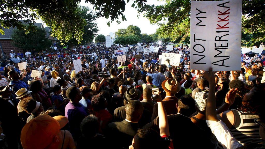 Cientos de personas protestan en Texas contra la brutalidad policial tras la última agresión