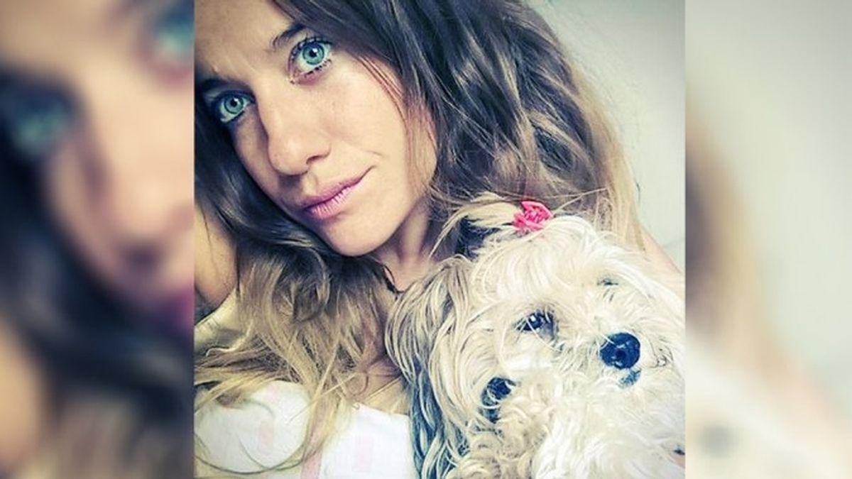 Mujer argentina casada con su perra