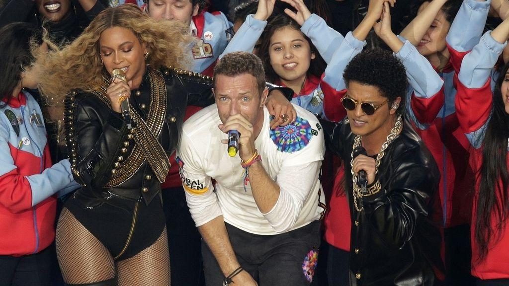 Chris Martin, Beyoncé y Bruno Mars en la Super Bowl