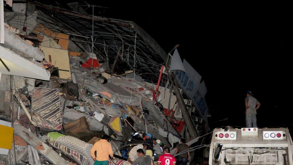 Un terremoto de 7,8 deja al menos 77 muertos en Ecuador