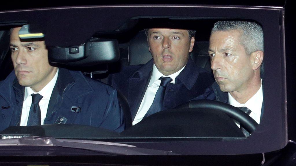 Mateo Renzi y Sergio Mattarella llegal al Palacio Presidencial del Quirinal