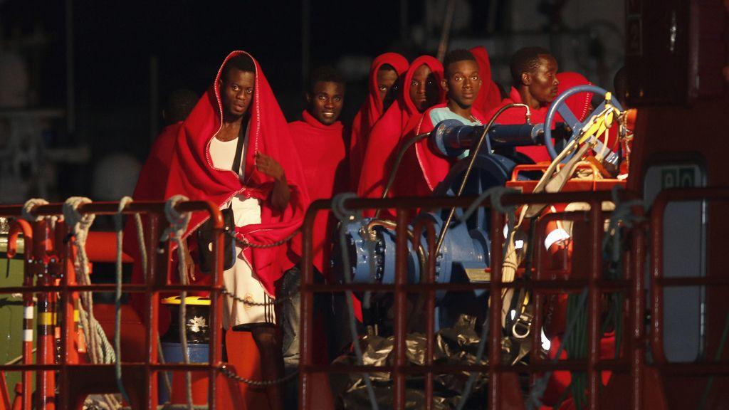 Una patera con 27 personas llega a Almería