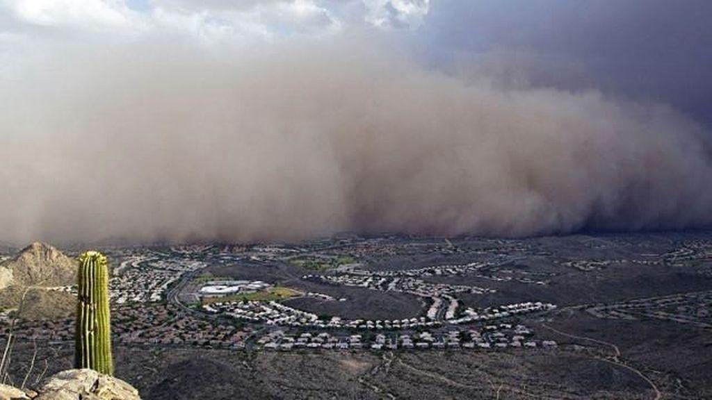 Una gran tormenta de arena envuelve Phoenix