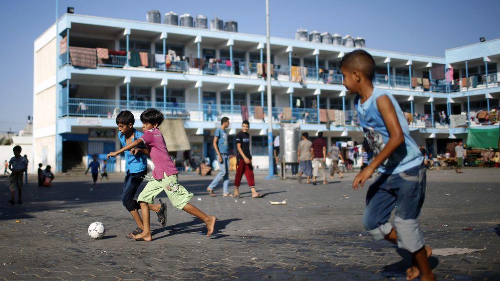 Niños jugando en un campo de refugiados palestinos