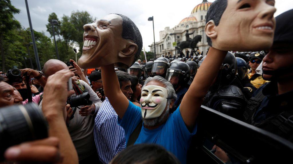 Los maestros mexicanos protestan contra las políticas de Peña Nieto