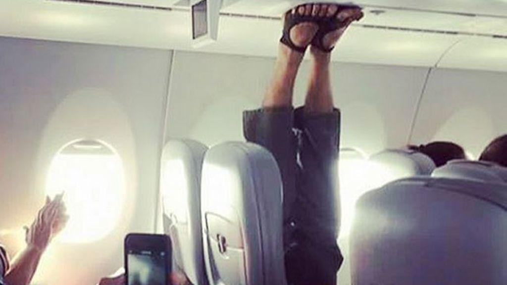 Los terribles comportamientos de pasajeros a bordo de un avión