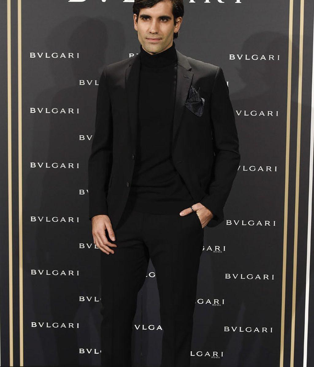 Tamar Novas, su estilo a lo francés: traje y cuello vuelto negro