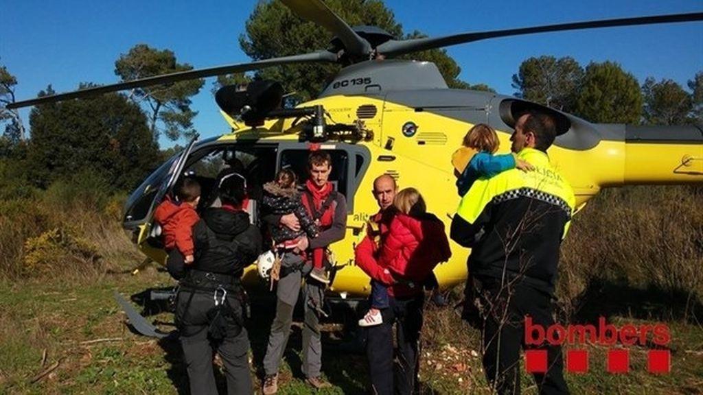 Encuentran a cuatro niños de tres años perdidos en una zona boscosa de Barcelona
