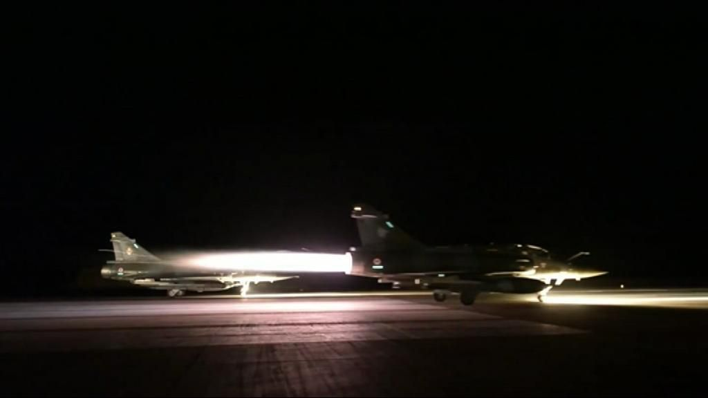 Aviones  franceses bombardean el bastión del Estado Islámico en Siria