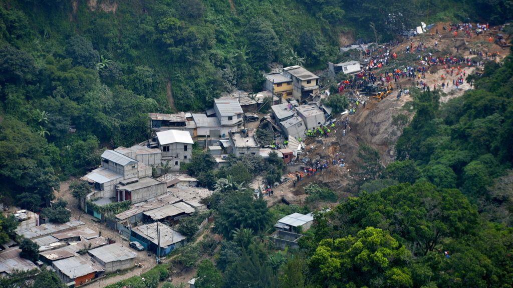 Asciende a 26 el balance de muertos en el alud de Guatemala