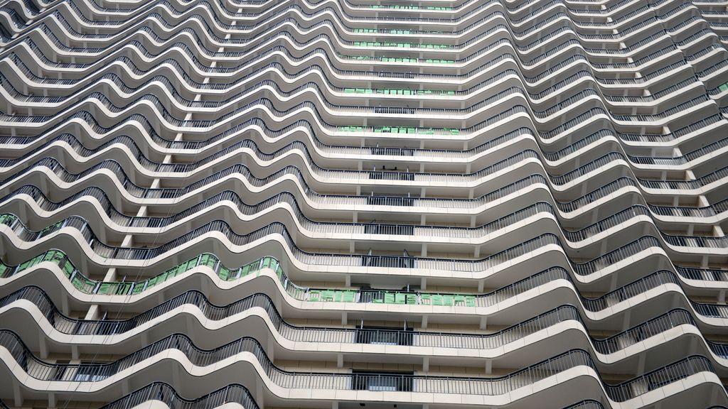 La soledad, reflejada en los edificio en construcción de China