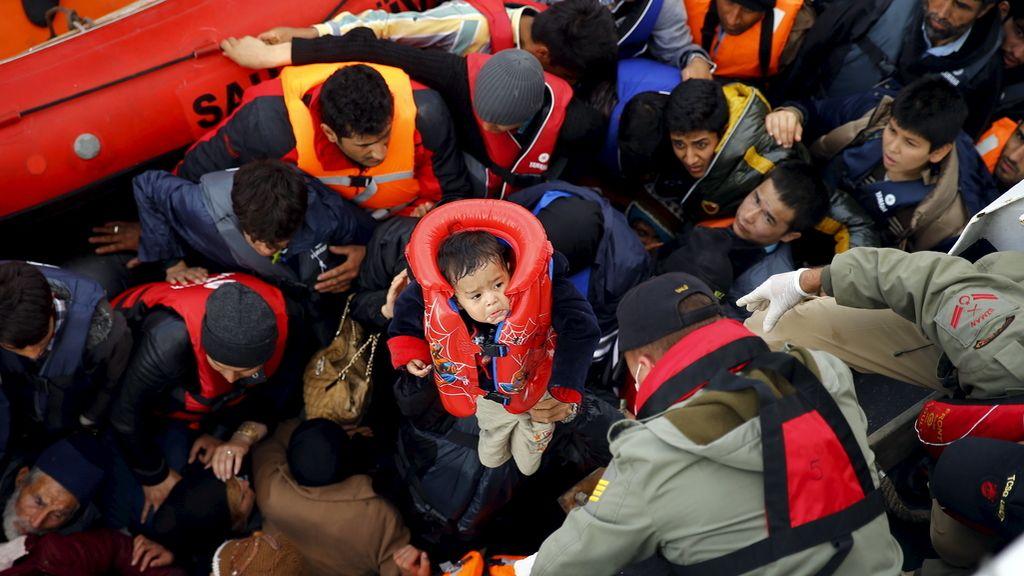 Refugiados sirios parten de las costas turcas hacia europa