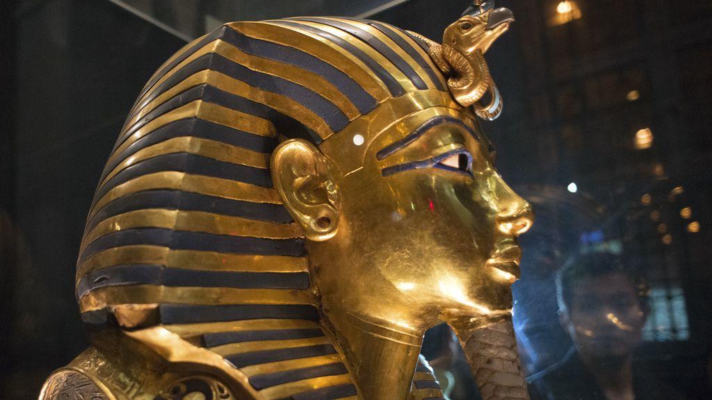 Empleados del Museo de El Cairo son acusados por dañar la máscara de Tutankamón
