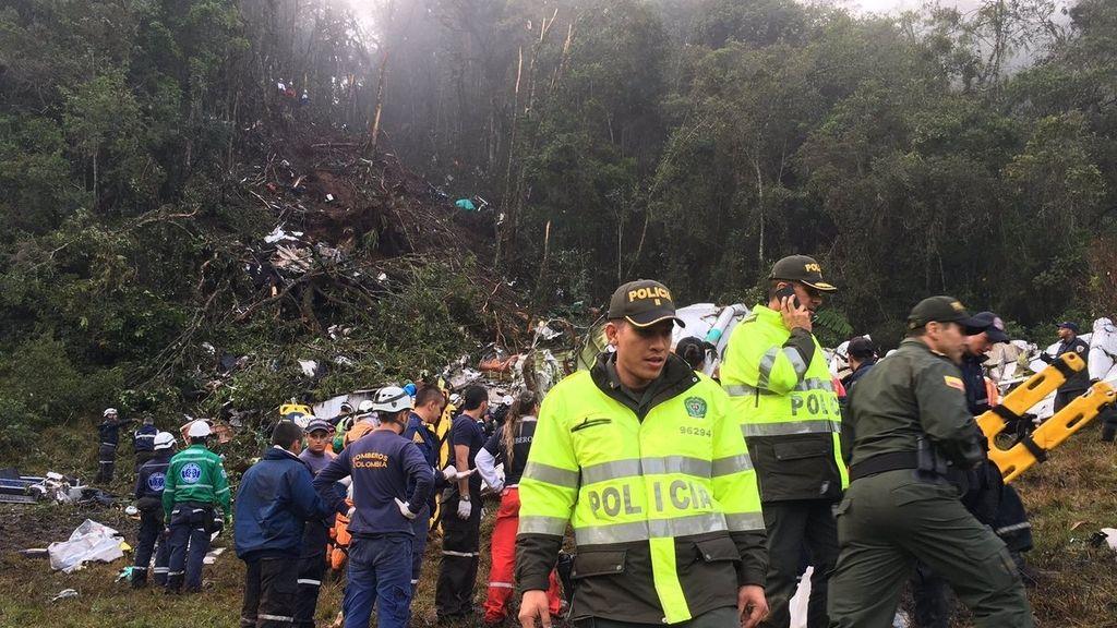 Decenas de cuerpos de seguridad en el lugar donde se ha estrellado el avión