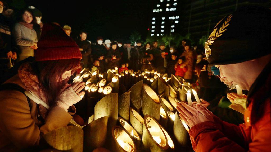 Miles de personas conmemoran 20 años del terremoto de Kobe