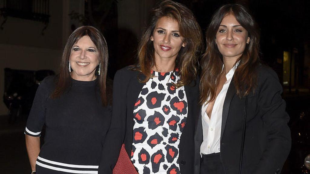 Loles León, Mónica Cruz e Hiba Abouk posaron juntas en la cena