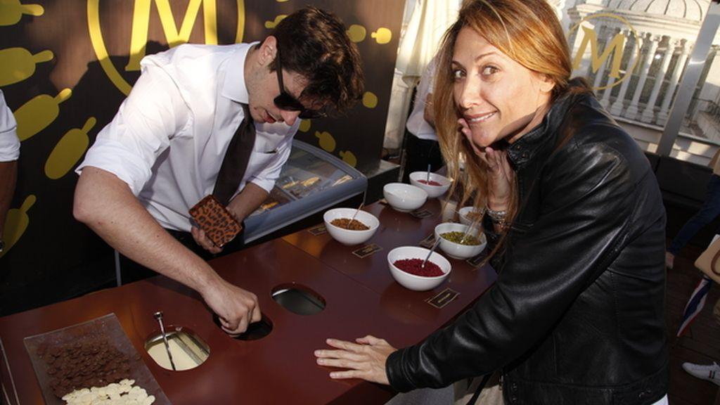 Mónica Pont eligiendo los ingredientes de su propio Magnum