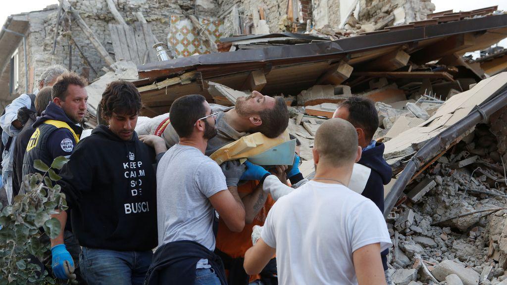 Un fuerte terremoto siembra el pánico en el centro de Italia