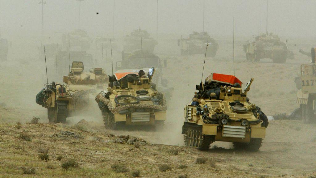 Los tanques británicos se desplazan por el sur de Irak