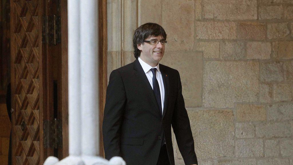 """Puigdemont reivindica la lengua y la cultura catalana ante los """"dragones feroces"""""""
