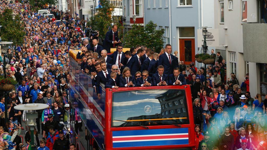 La selección islandesa es recibida como campeona de la Eurocopa