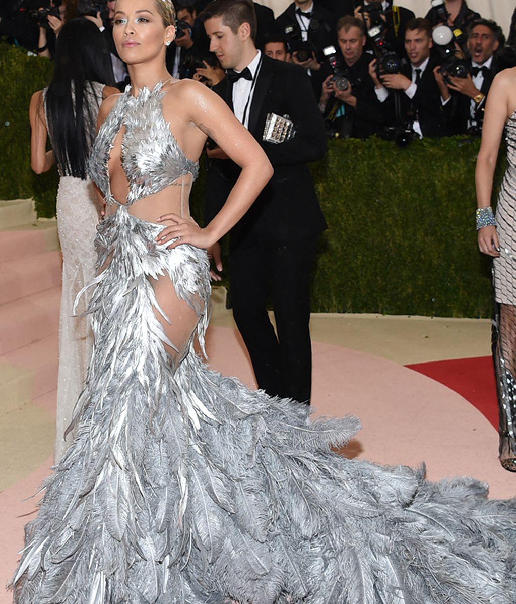 Rita Ora con vestido de Vera Wang