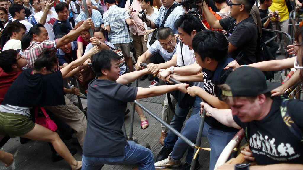 Enfrentamientos en Hong Kong entre manifestantes