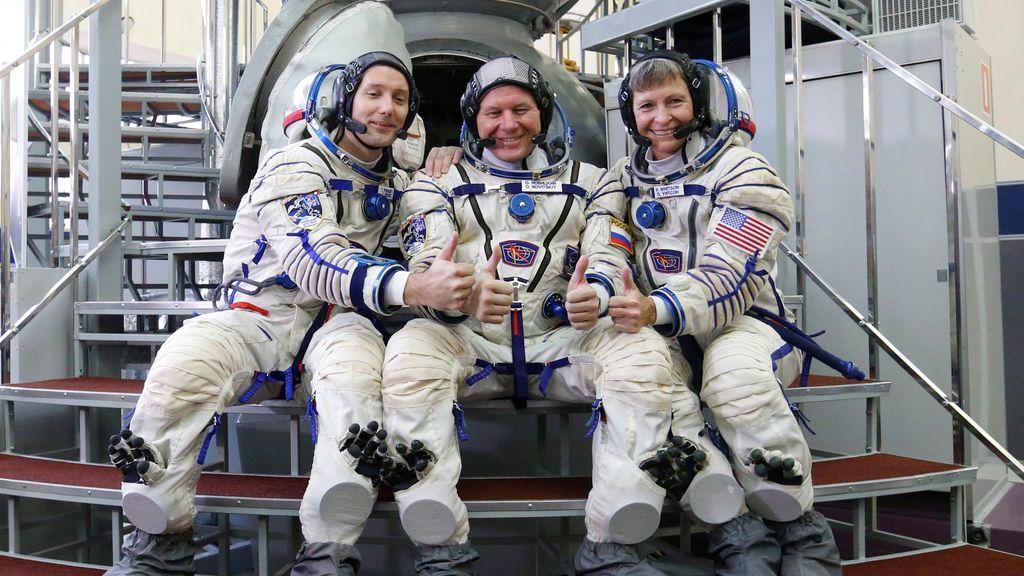Los astronautas, entrenamiento en tierras rusas