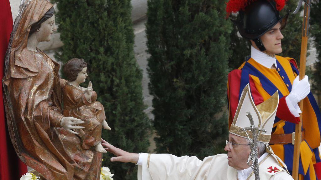 El papa Francisco oficia la ceremonia de canonización de Juan Pablo II y Juan XXIII