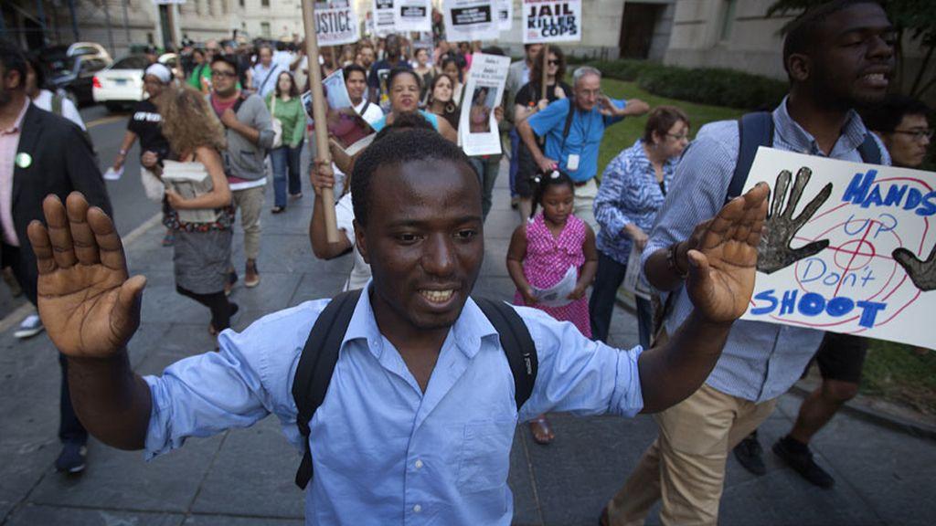 Nuevas protestas en Ferguson en un ambiente tenso, pero sin disturbios
