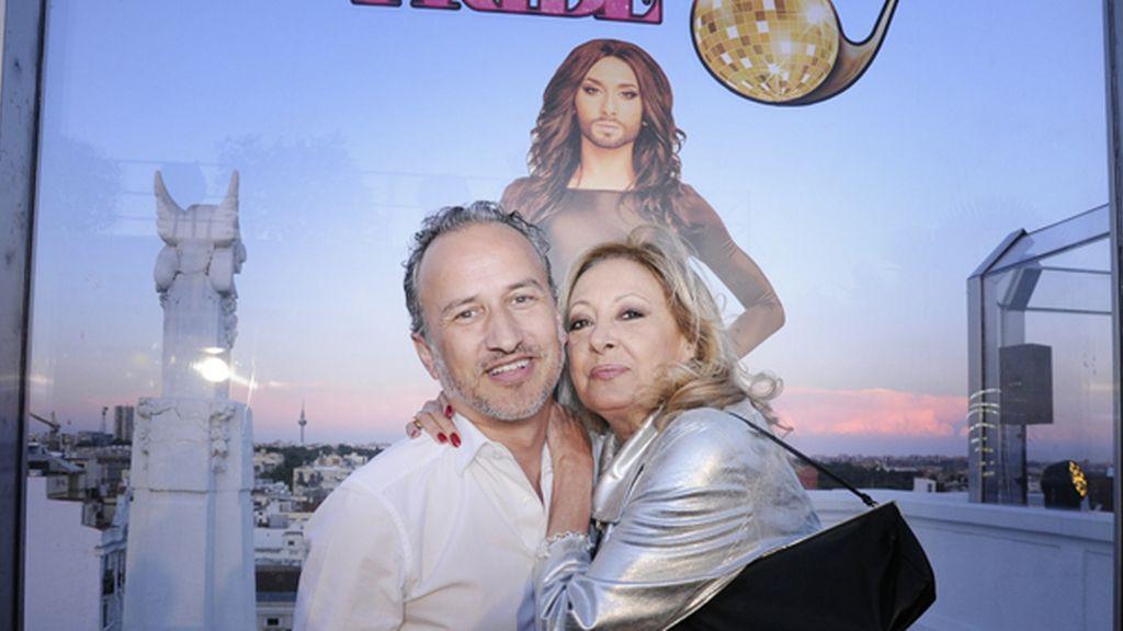 Alfonso Llopart con María Mendiola, del dúo Baccara