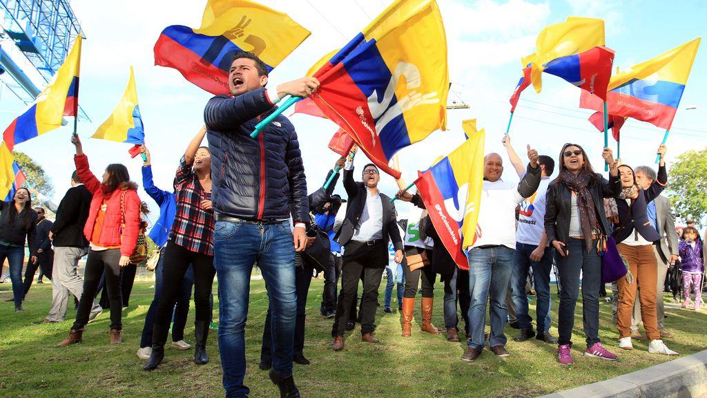 Ciudadanos colombianos a favor de los acuerdos de paz