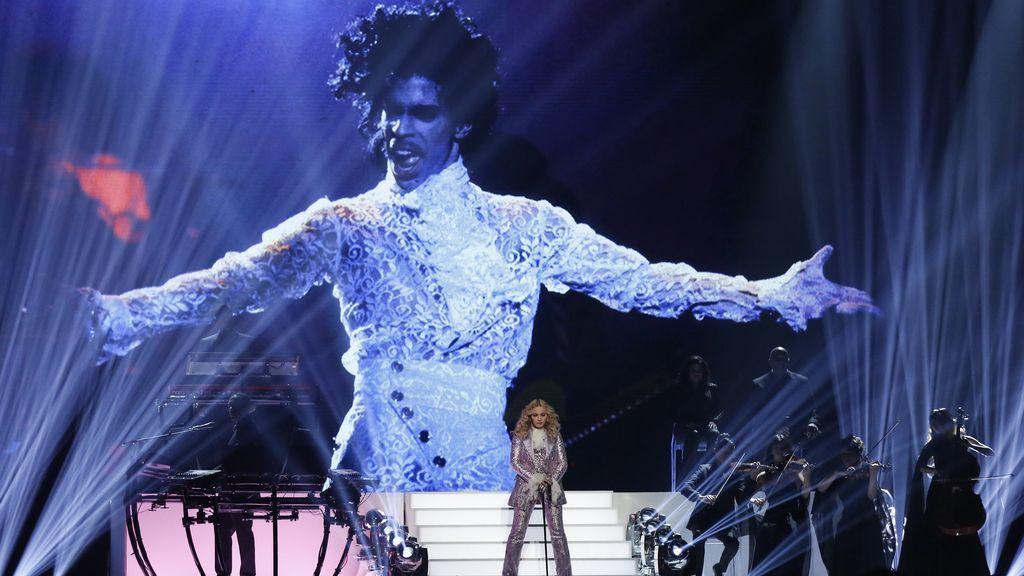 Madonna homenajea a Prince