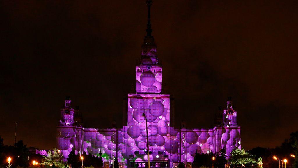 Luz, color para reinventar la fachada de la Universidad Estatal de Moscú