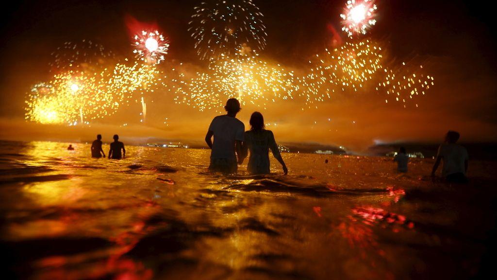 Brasil recibe el 2016 en la playa