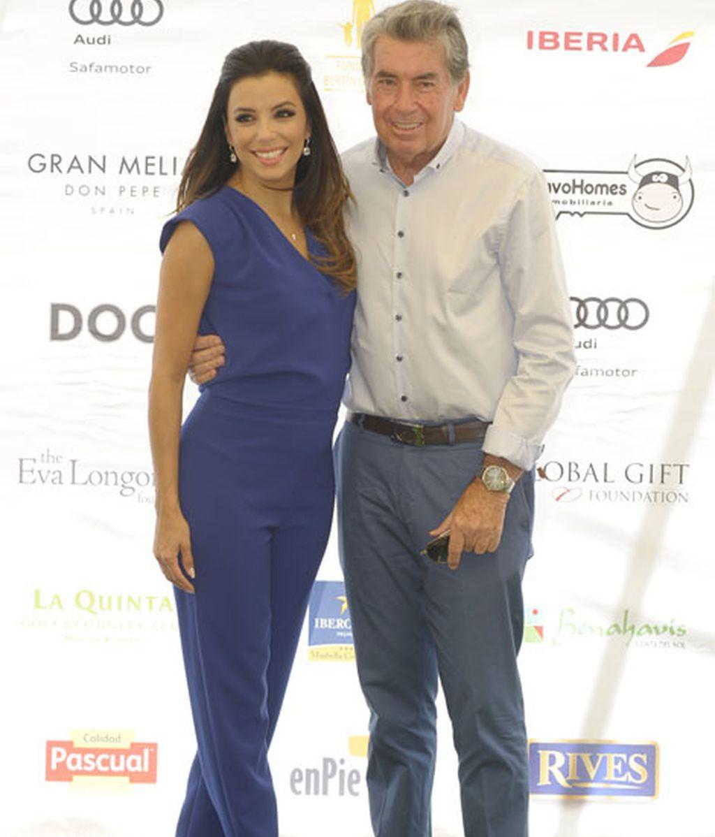 Eva Longoria, junto al mito del golf Manolo Santana