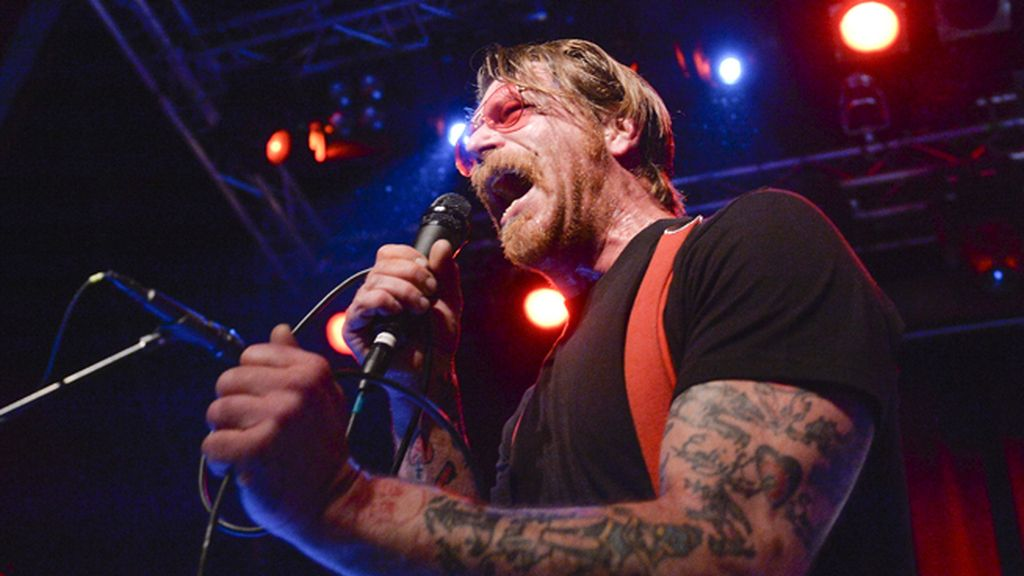 Jesse Hugues, cantante de la banda americana de rock alternativo, Eagles of Death Metal