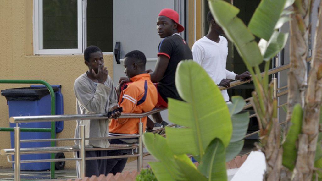 Una treintena de inmigrantes entra en Melilla después de un salto masivo