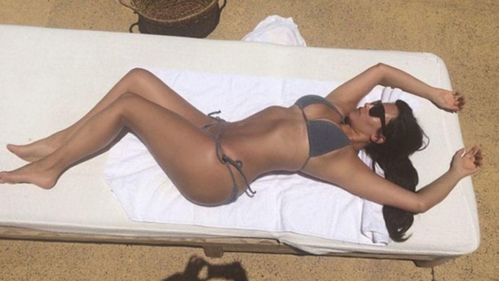Kim Kardashian, y cómo tomar el sol con naturalidad