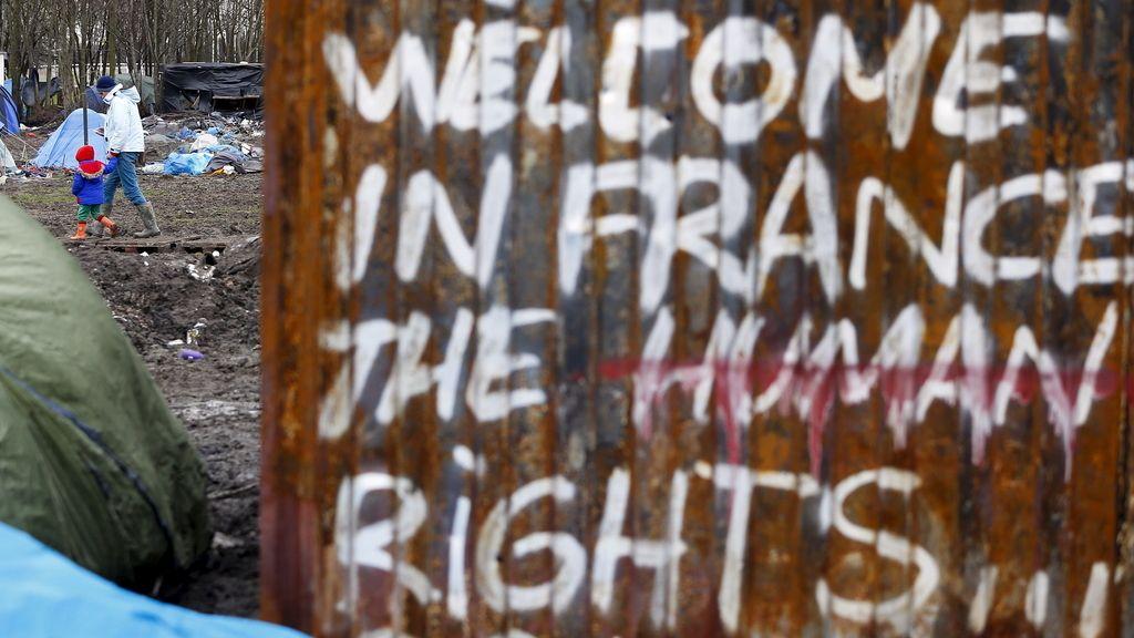 campamento levantado en el paso de Calais