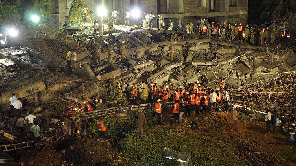 Al menos 19 fallecidos por el derrumbe de dos edificios en India