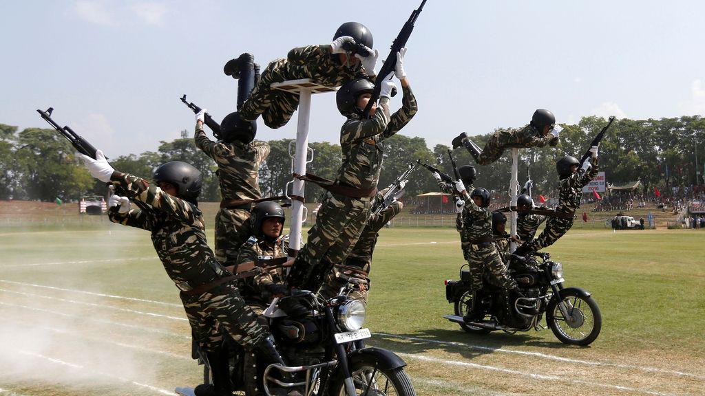 Exhibición policial en el Día de la Independencia de India