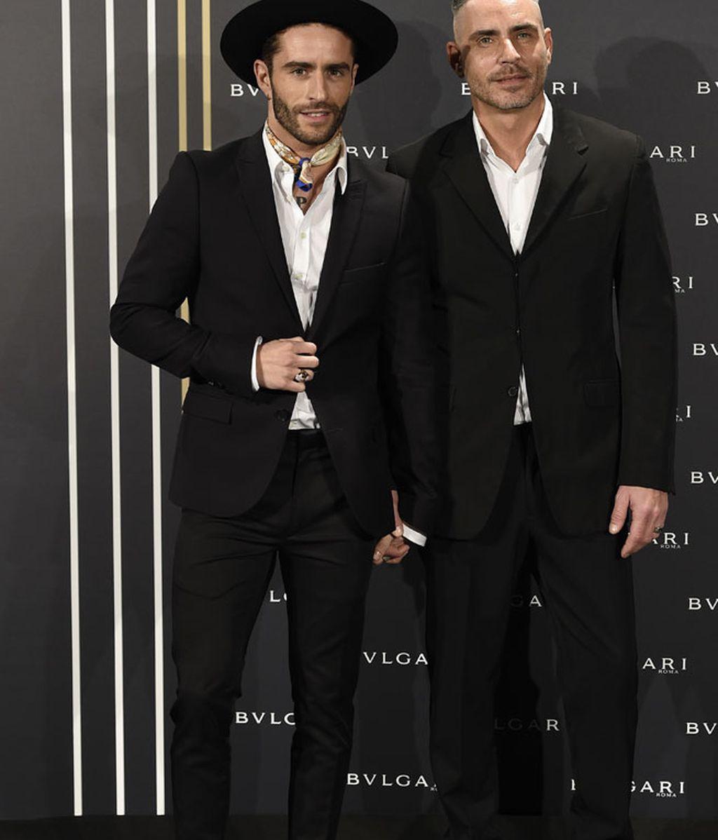 Pelayo Díaz y Sebastián Ferraro, trajes negros y complementos