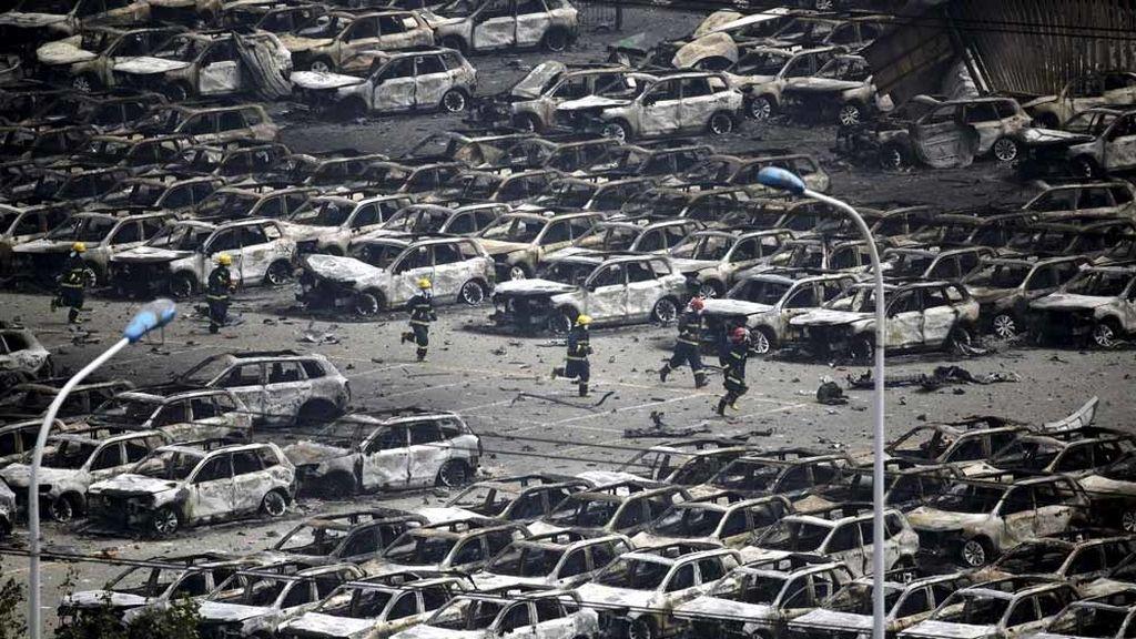 Localizan a una persona con vida en la zona de las explosiones de Tianjin