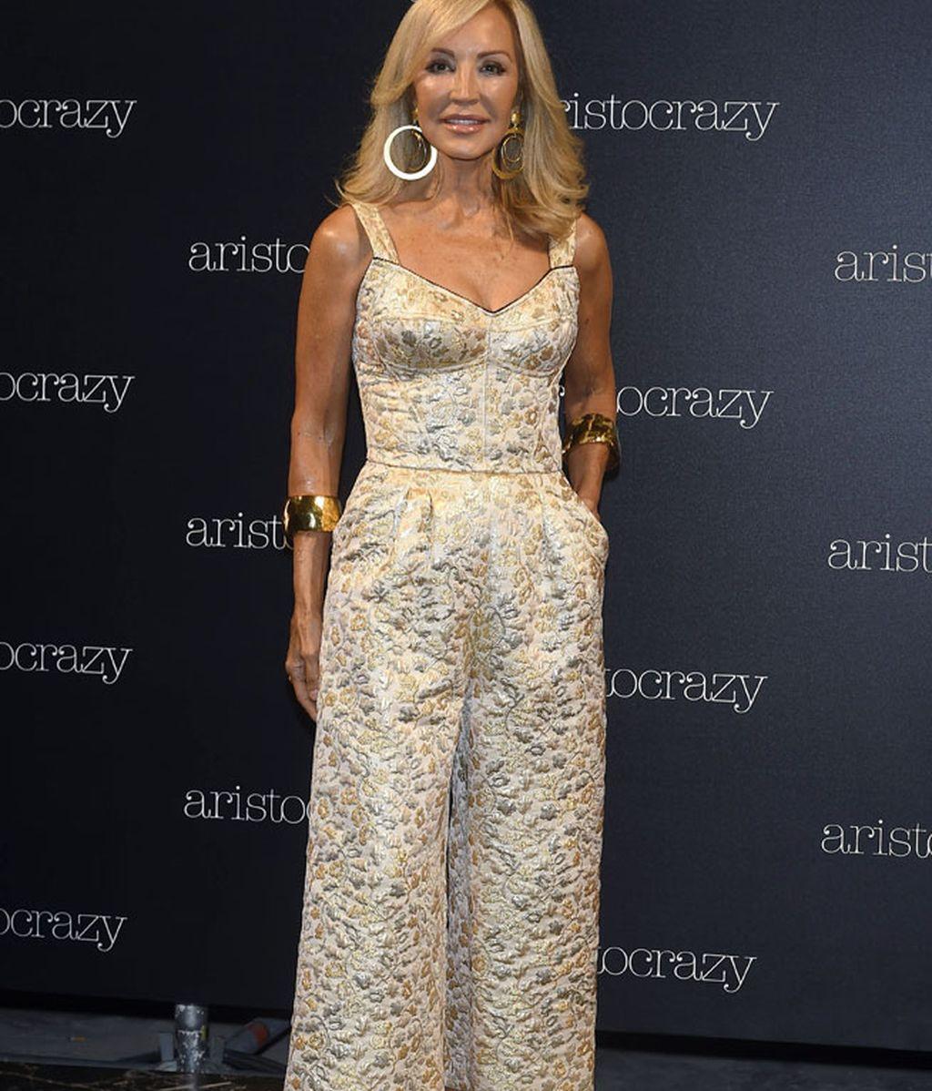 Carmen Lomana, en tonos dorados, una incondicional de la Fashion Week