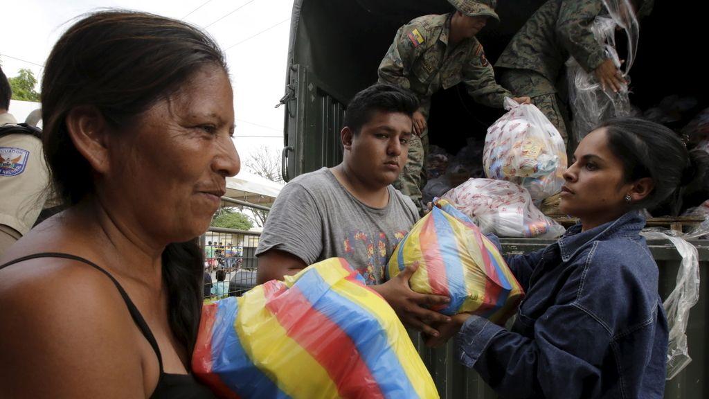 Correa declarará ocho días de luto nacional por las víctimas del seísmo de Ecuador