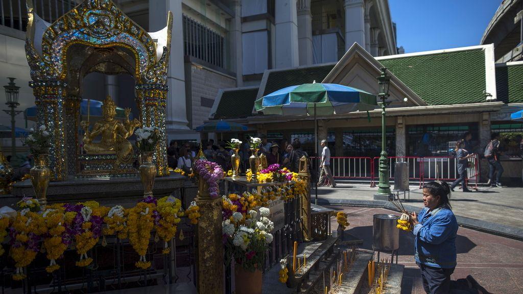 El templo de Erawan reabre sus puertas al público tras el atentado
